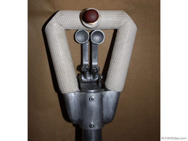 Assembled spade grip with rubber